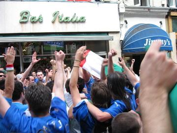 Bar_italia_street_party